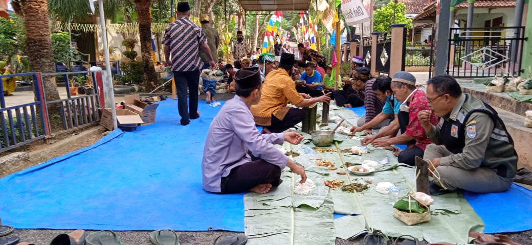 Tradisi Syuroan di Dusun Cigintung, Adimulya, Wanareja, Cilacap