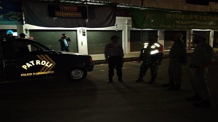 TNI POLRI di Kawunganten Cilacap Gelar patroli Malam
