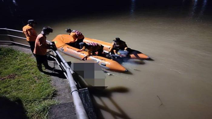 Tim Sar Melakukan Proses Evakuasi Jasad Pria asal Patikraja