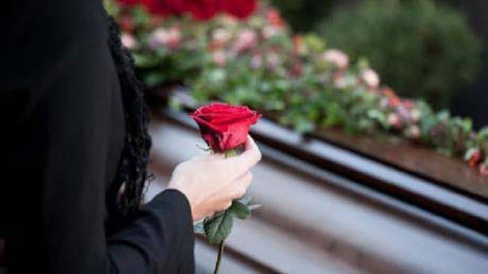 ilustrasi wanita pegang bunga mawar
