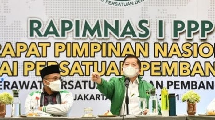 ketua umum ppp suharso monoarfa saat rapimnas i ppp di jakarta