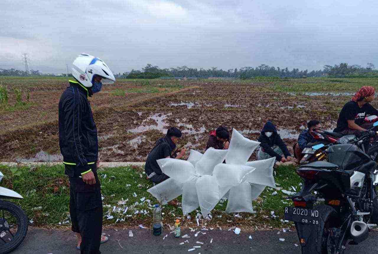 polisi amankan balon udara berisi gas sos