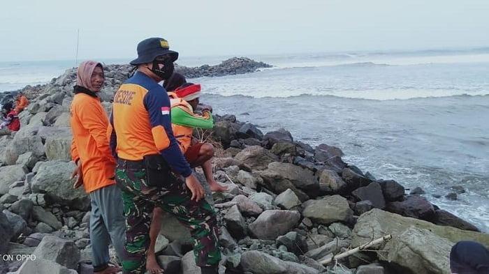 proses pencarian dan evakuasi santri asal banjarnegara di pantai congot cilacap